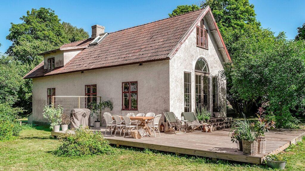 Det gamla missionshuset på Gotland har byggt om till ett charmigt hem.