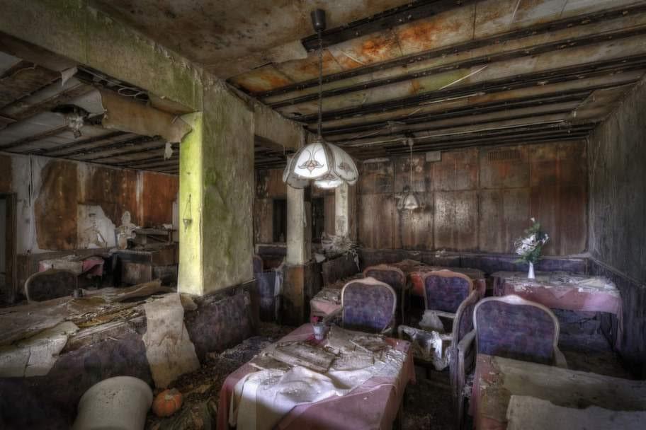 En gammal restaurang, numera övergiven.