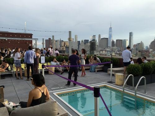 Trendig takbar på Hotel Indigo Lower East Side.