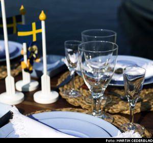 Rottingunderlägg, 25 kronor/styck Granit. Träflaggor, 99/119/199 kronor, från NK/Glas & Porslin. Mix med sjösten, 39 kronor/burk.