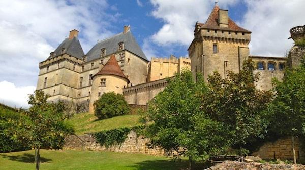 Flera medeltida slott kan besökas i Dordogne