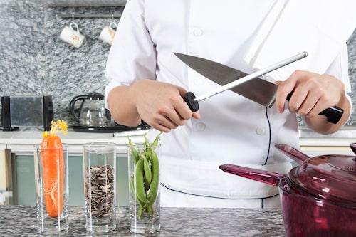I testet slipades även alla knivar för att se hur bra skärpa de fick.