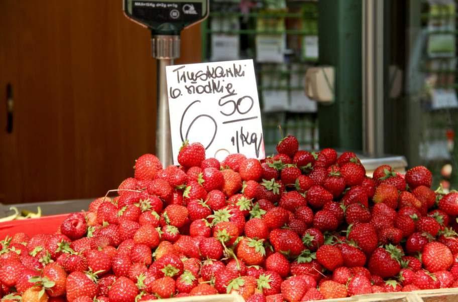Jordgubbar för 15 kronor kilot.