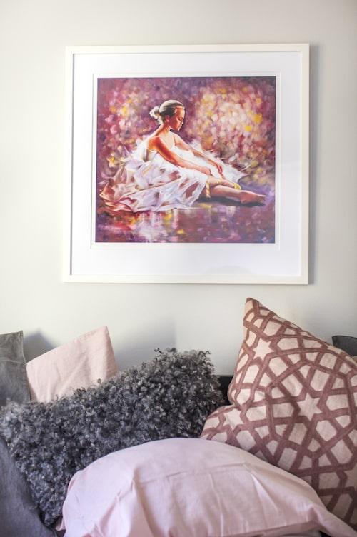 """Tavlan """"Golden dreams"""" av Marie Plosjö finns att köpa i LEVA&BO:s webbutik. Klicka på plustecknet i bilden för att handla."""