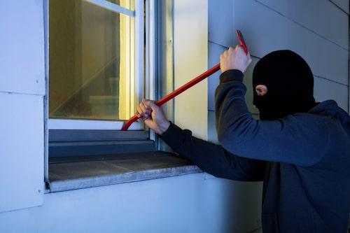 Lite dolt undangömda fönster tillhör tjuvarnas favoritingång.