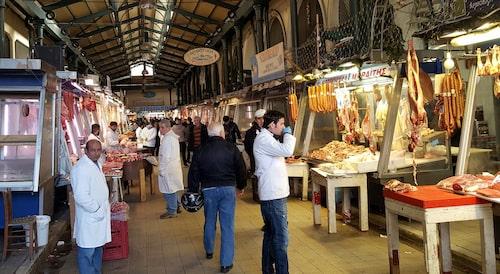 Matmarknaden Varvakeios agora är hektisk och folklig.