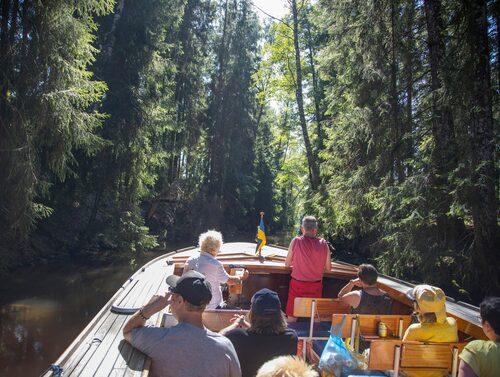 Åk på trolsk båttur i John Bauer-land.