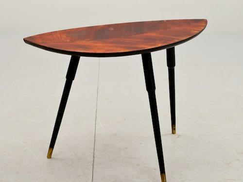 """NÄTT. Året var 1956. Priset var 45 kronor. Lilla bordet """"Lövet"""" skapades av Gillis Lundgren och drog igång historien med platta paket på Ikea. Klubbad för 3 621 kronor."""