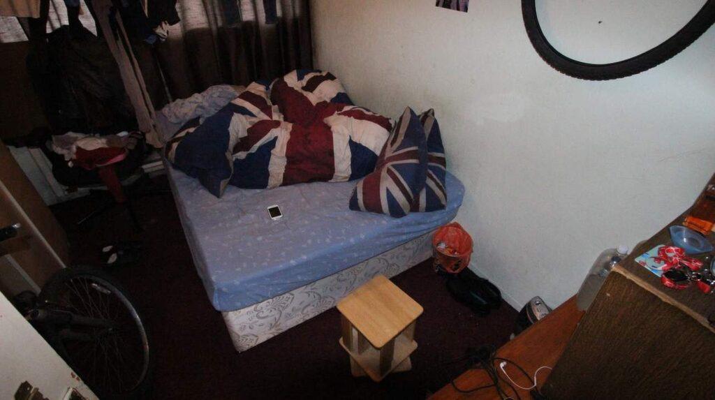 ...och sängen är obäddad.