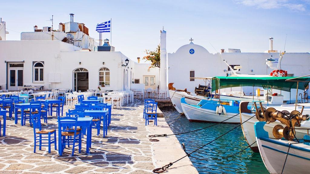 Att sitta på en grekisk taverna, alldeles vid havet....