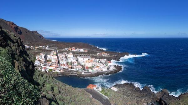 I horisonten från El Hierros kust kan man se La Palma.
