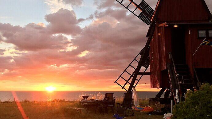 Kvarnen ligger på den öländska kusten, norr om Borgholm.