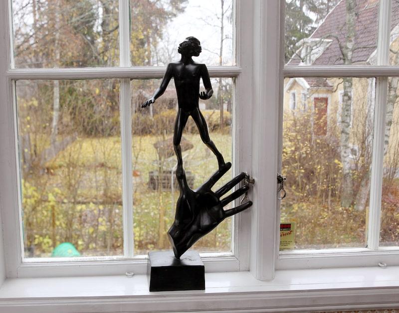 Konst är någonting det finns gott om hemma hos paret Blom.
