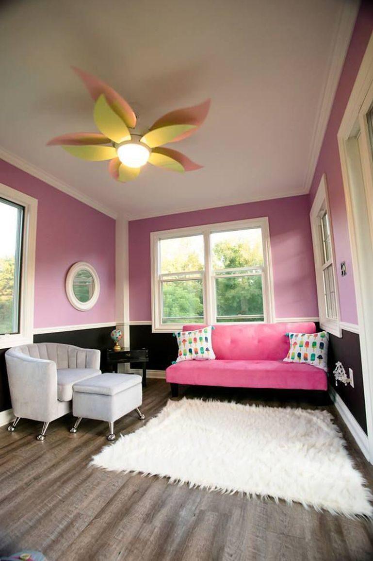 Lekstugan har till och med ett vardagsrum som ligger på andra våningen.