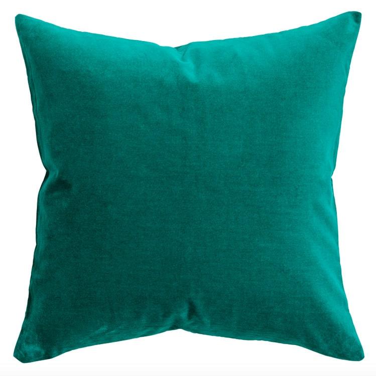 Grönt är ju årets stora trendfärg, den kommer vi se mycket av. Denna i sammet kostar 79,90 kronor.