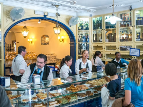 Antiga Confeitaria de Belém är kaféets riktiga namn.