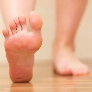 brännande känsla i huden på foten