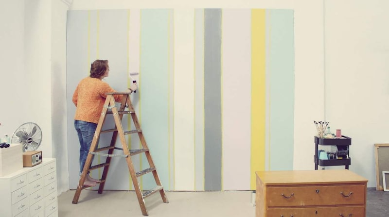 Välj rätt roller och pensel efter storleken på ytan som ska målas.