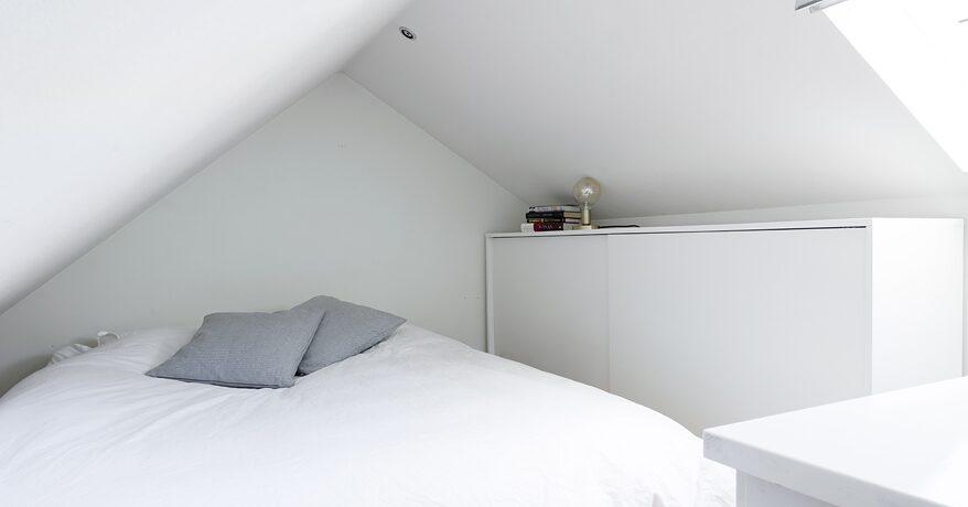 Här finns även ett loft på 15 kvadratmeter som kan användas som arbetsrum eller gästrum.