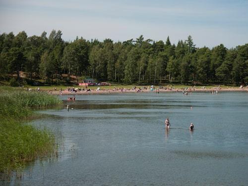 Gålö havsbad har skärgårdens längsta sandstrand.