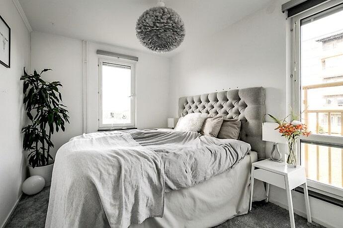 Sovrum med fransk balkong.