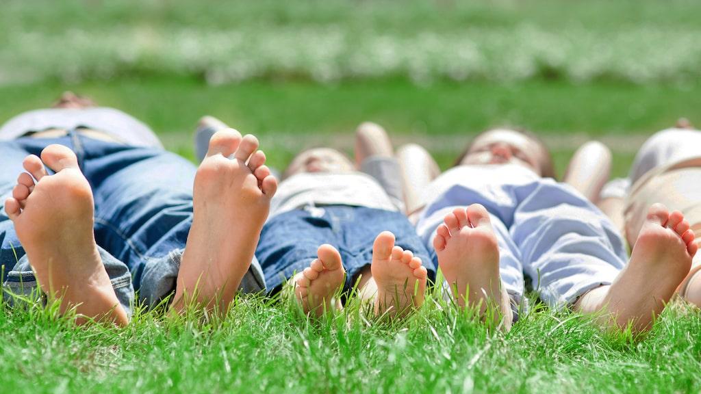 Ta av dig skorna och njuta av friheten.
