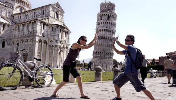 Alla känner till lutande tornet i Pisa.