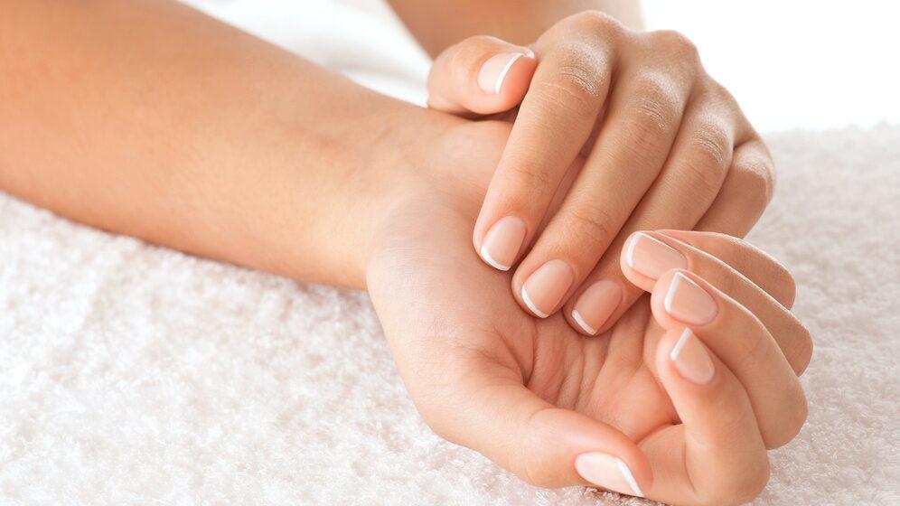 Om dina naglar blivit slitna under sommaren, kanske dessa livsmedel kan göra de fina igen.
