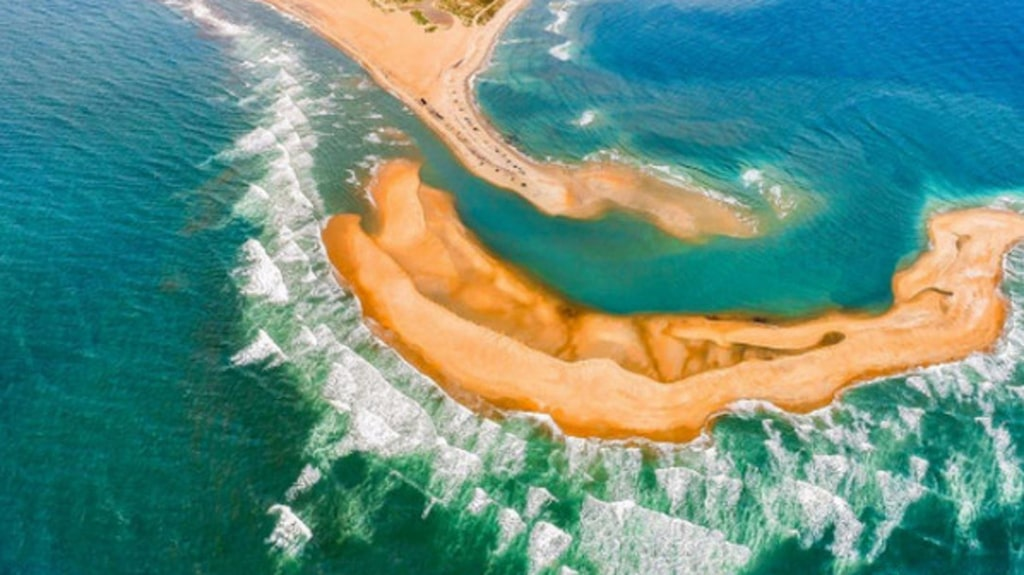En ny ö har uppstått utanför Cape Point i North Carolina, USA de senaste månaderna och nu varnar myndigheterna för att ön är farlig att ta sig till.