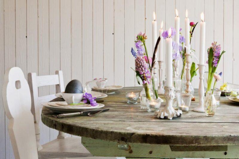 Bryta av. <br>Ett rustikt bord till en ljuv dukning ger en fin balans.