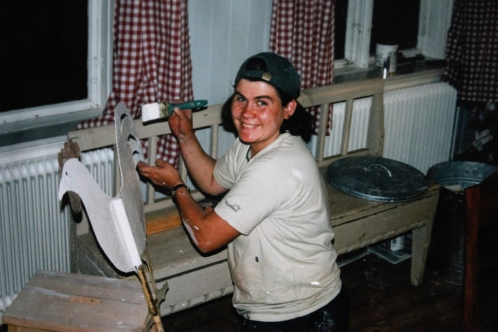 När huset lyftes upp hittade man en vindflöjeltupp som togs tillvara på och målades.