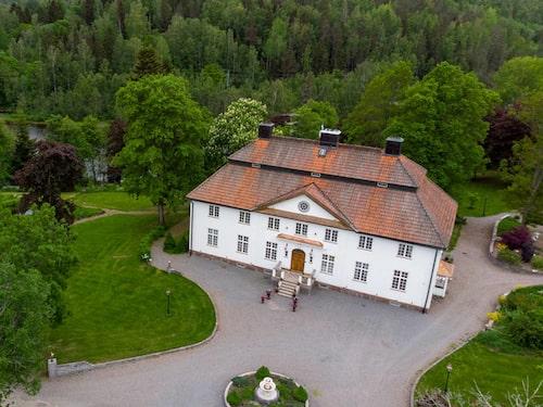 Den unika herrgården som är belägen i Näsviken utanför Hudiksvall har minst sagt extra allt.