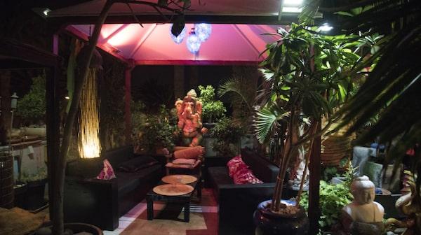 På en takterrass ligger restauranten Samsara.