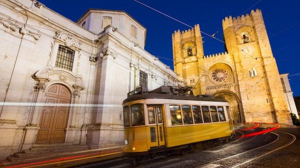 Lissabons kullerstensgator trafikeras av spårvagn.