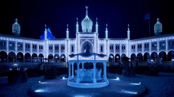 Nöjesparken Tivoli har fyrverkerifestival alla kvällar från julhelgen till och med nyårsafton.