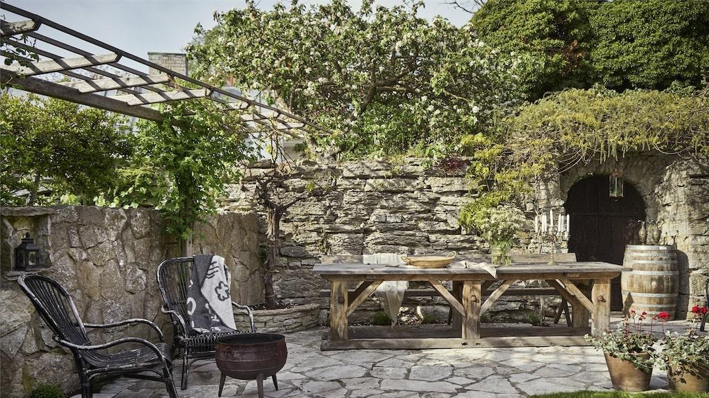 Den exotiska trädgården andas Medelhav och är anlagd av trädgårdsmästaren J May (gjorde Botaniska trädgården) i slutet av 1800-talet.