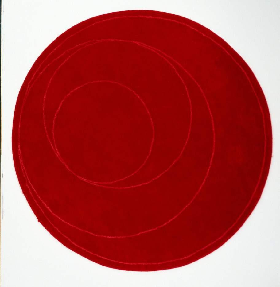 Högt på önskelistan hamnade runda mattor. Poppis var Eva Lilja Löwenhiems blodröda handtuftade matta från Ikea PS 1999.