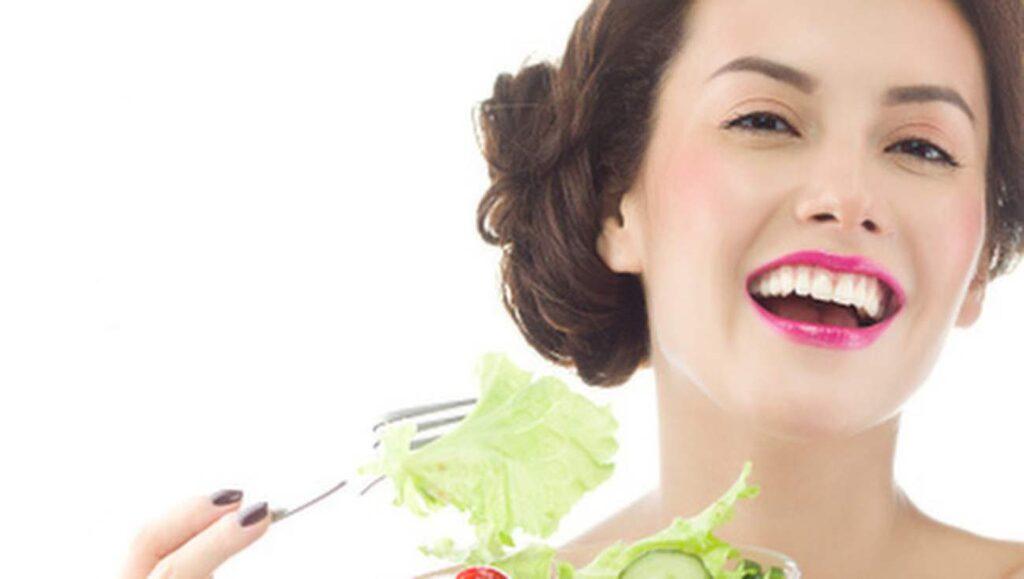 Dash bygger på att man äter riktiga råvaror fulla av vitaminer, mineraler, antioxidanter, fibrer, aminosyror och långsamma kolhydrater. Ät rikligt av: fullkornsprodukter och grönsaker. (Innehåller bland annat fibrer, protein, kalcium och kalium, som har visat sig kunna motverka och sänka högt blodtryck.)