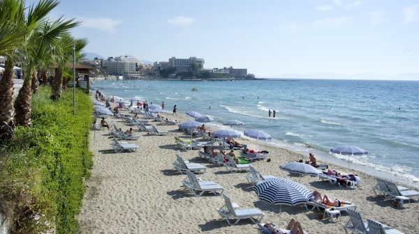 Mest känds stranden är Ladies Beach söder om Kusadasi.