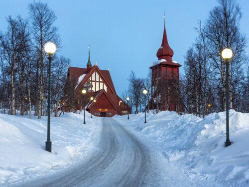 Se fram emot is-monster i Kiruna i vinter.