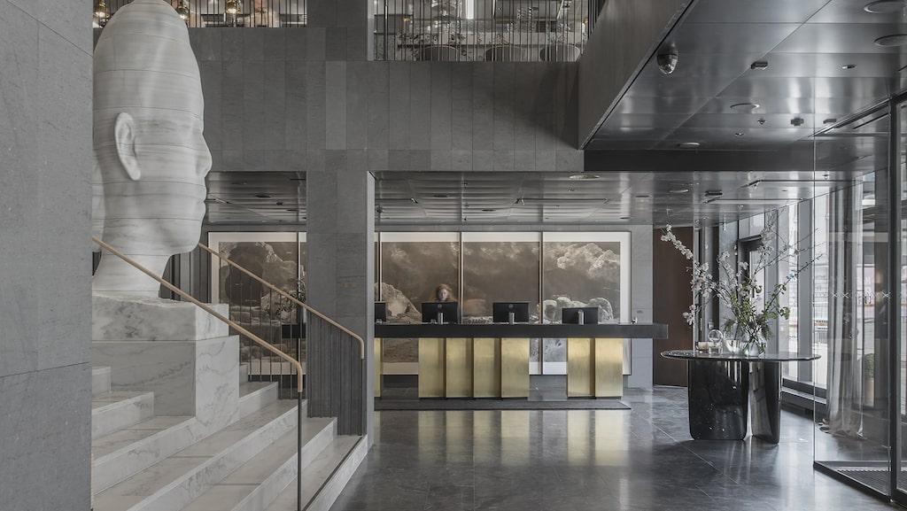 Hotellet At Six i Stockholm har utnämnts till Europas bästa hotell. Här den fina lobbyn.