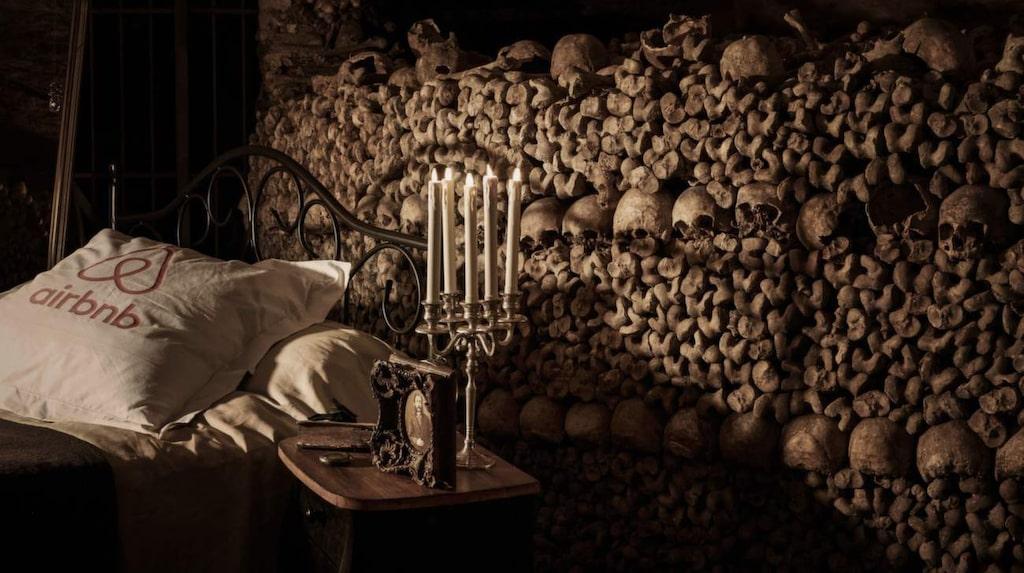 Sedan 1950 talet är det förbjudet att besöka katakomberna i Paris utan en guide och ingen har tidigare fått tillstånd att spendera en natt där.