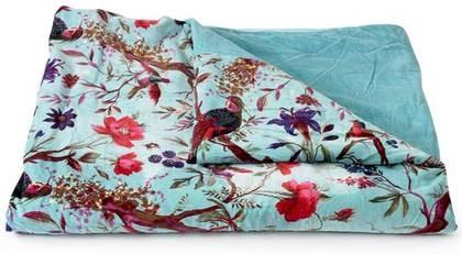 En dröm. Underbart överkast i bomullssammet med fåglar i olika färger. Finns även i rosa. 220x270 cm, 1 995 kronor, spiti.se.