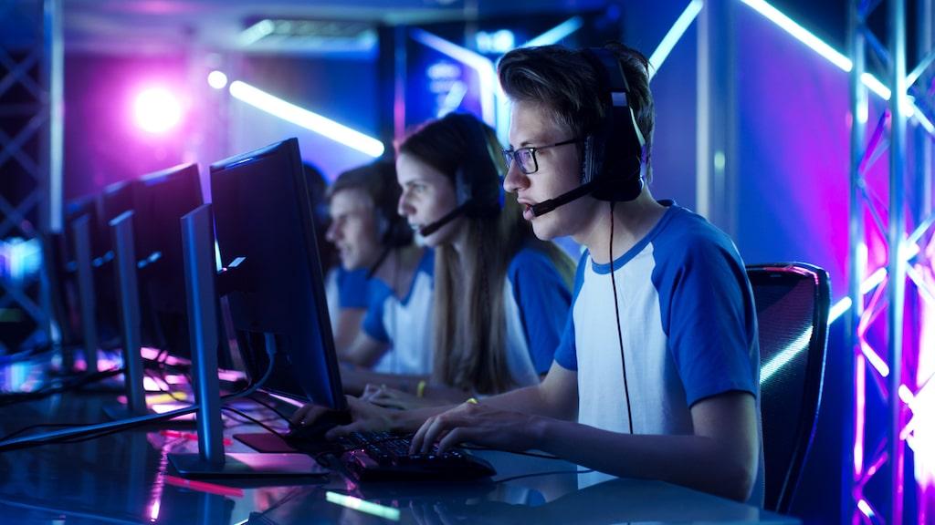 Att vara bra på vissa datorspel och ha högt IQ kan ha ett samband, likt andra traditionella strategispel som schack, menar forskare.