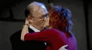 Och kysser sin ann