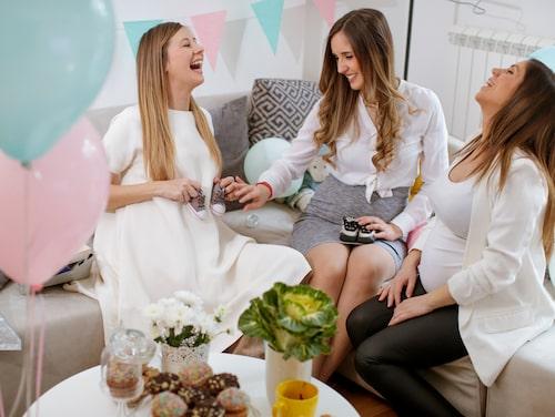 Lekar brukar uppskattas på babyshower. Det är kul att ha något planerat – kanske något så enkelt som att gissa vikt, längd och kön på bebisen?