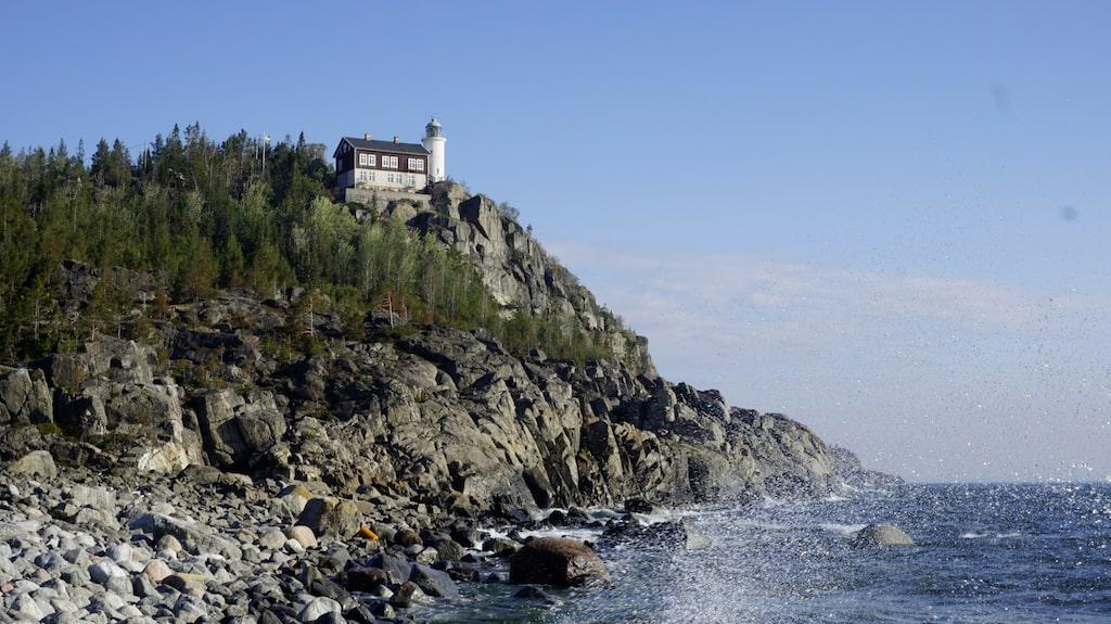 I gamla fyrvaktarbostaden vid Högbondens fyr finns många rum med en fantastisk havsutsikt.