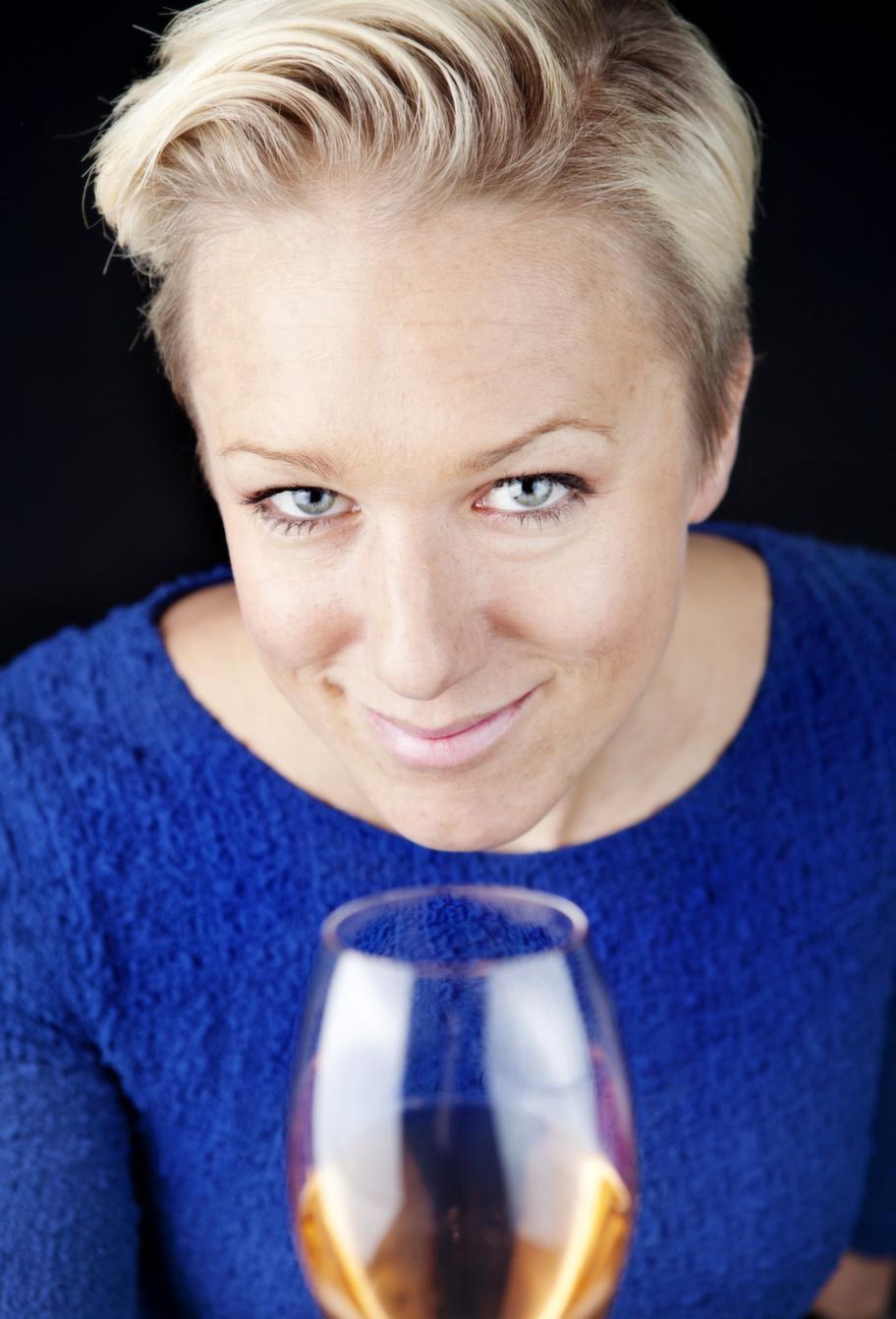 Kajsa Bergqvist, 35, vinimportör och föreläsare. Utbildad sommelier.