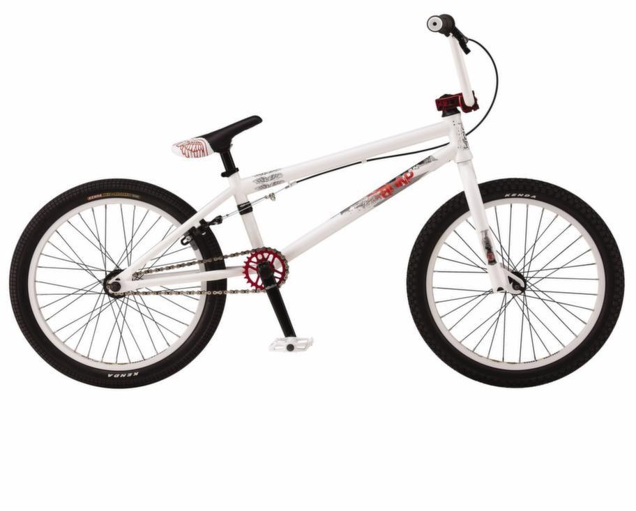 BMX<br>En cykel att göra trick och hoppa med. BMX GT Bump, ca 3 395 kronor.