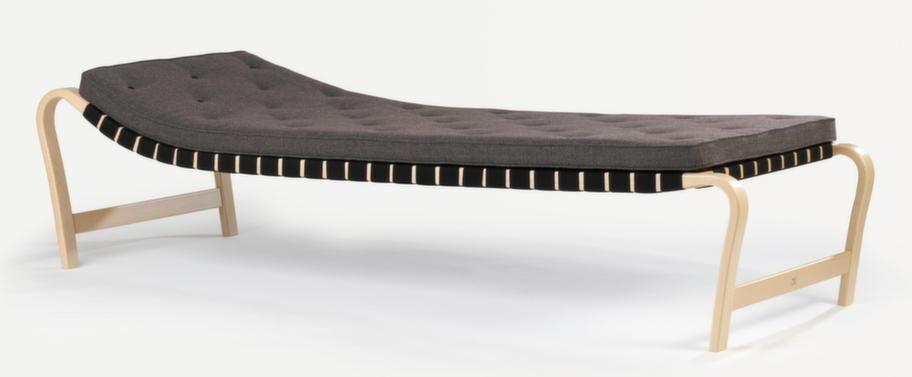 Dagbädd Paris fanns med i Bruno Mathssons monter på världsutställningen i Paris 1937 och är tillverkad av böjlimmad bok och flätad sadelgjord, cirka 36 000 kronor, Bruno Mathsson.